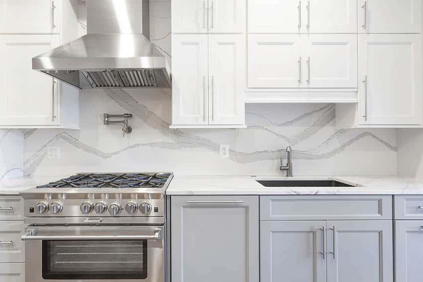 Kitchen with quartz backsplash