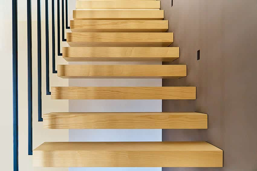 Modern free floating stairs with vertical supports