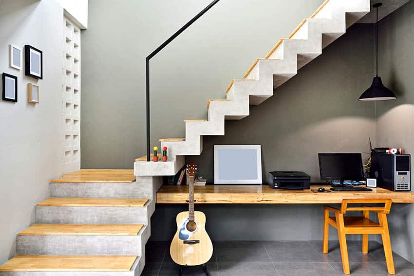 Small l shaped staircase with home office niche