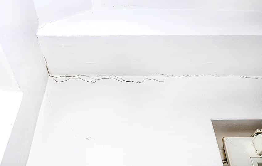 Horizontal foundation settling ceiling cracks