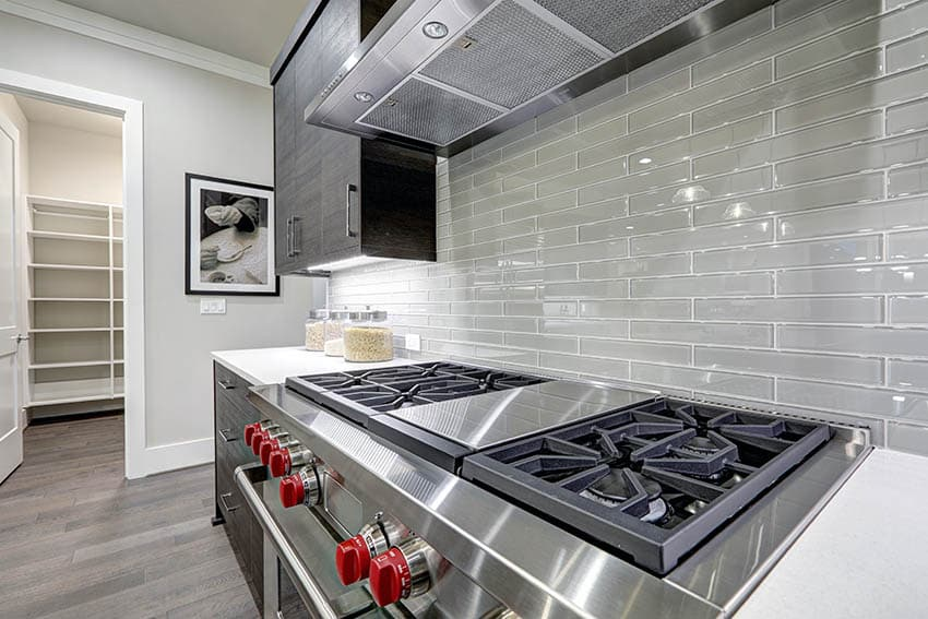 Kitchen with high gloss gray porcelain tile