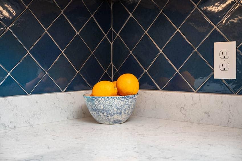 Kitchen with large pattern 4 inch backsplash on end