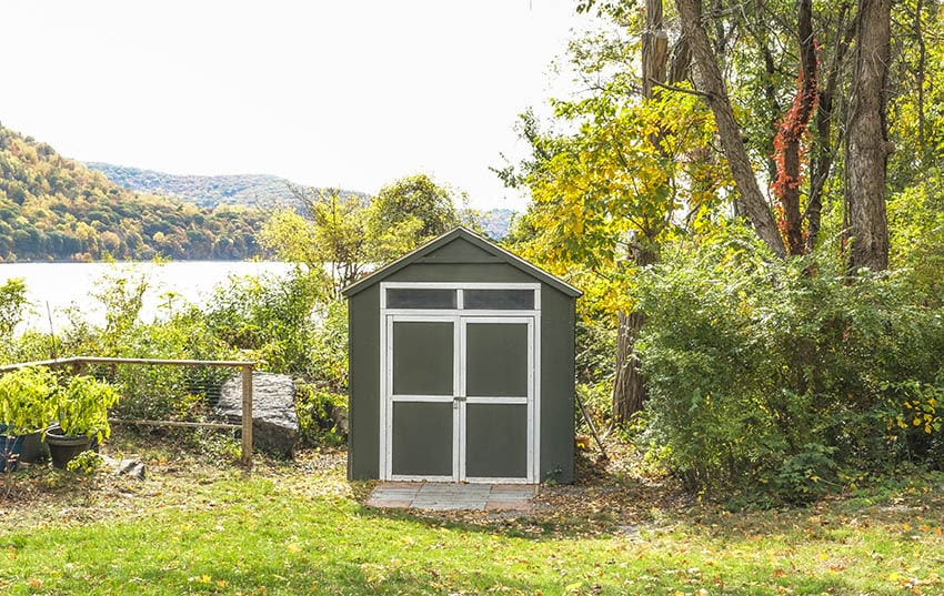 Shed with transom window