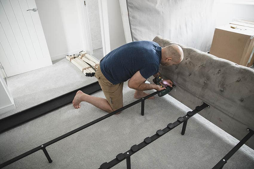 Installing a bed headboard