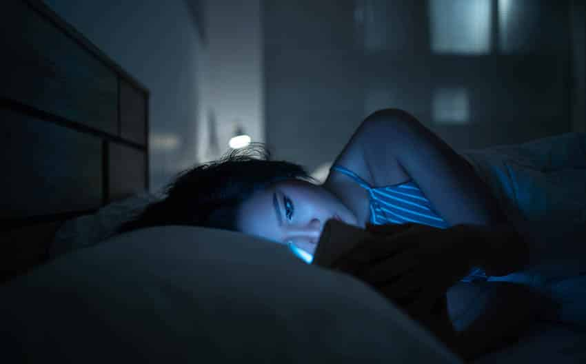 Reading at night with blue light