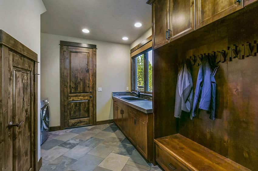 Craftsman style laundry and mudroom