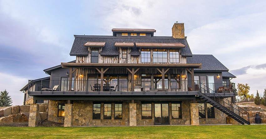 Contemporary mountain house balcony design