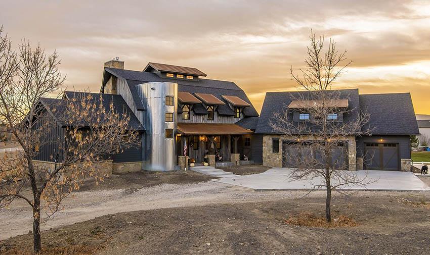 Contemporary mountain house exterior