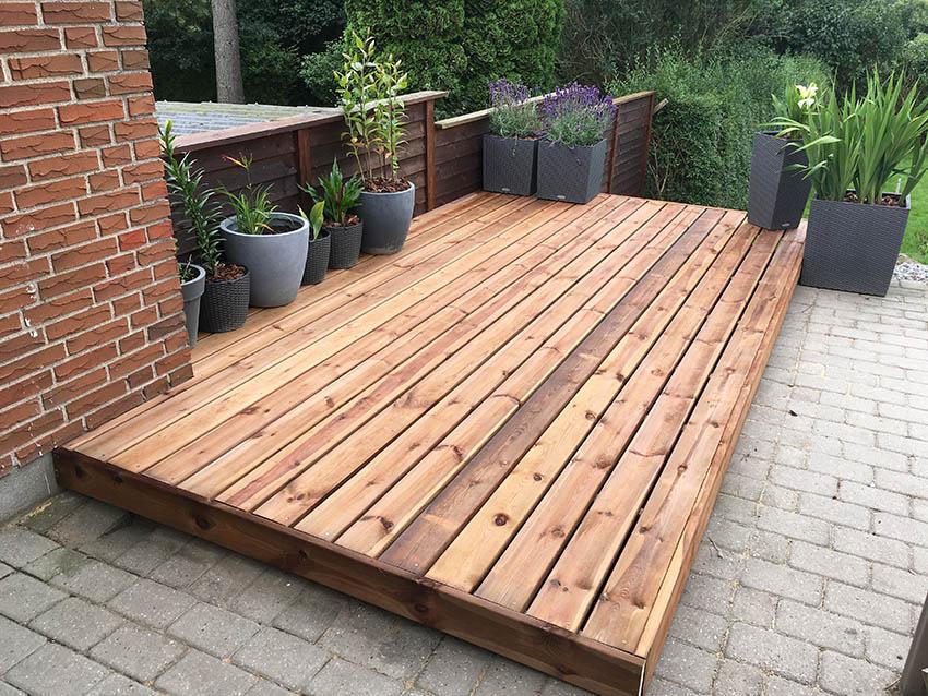 Small cedar wood deck