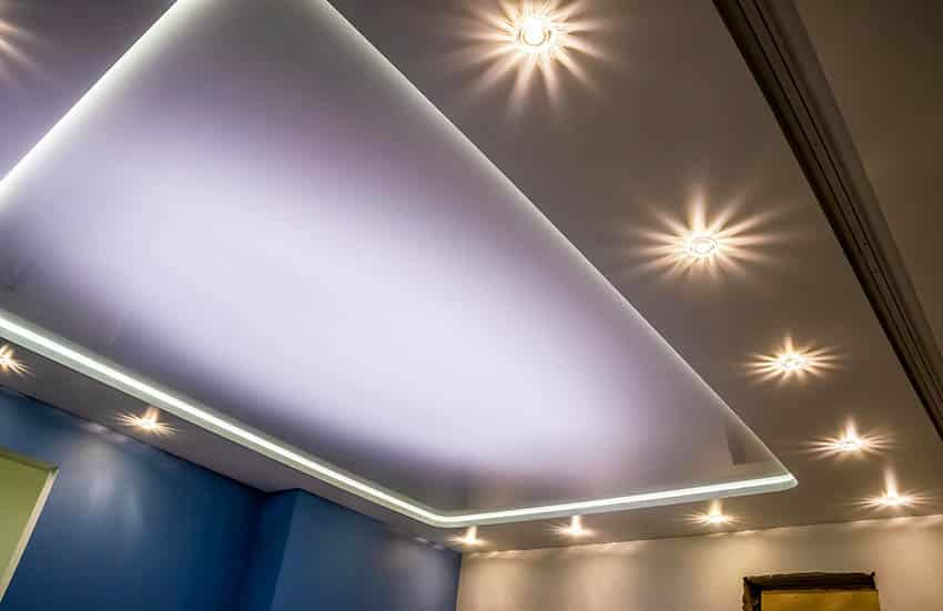 Tray ceiling with recessed led lighting