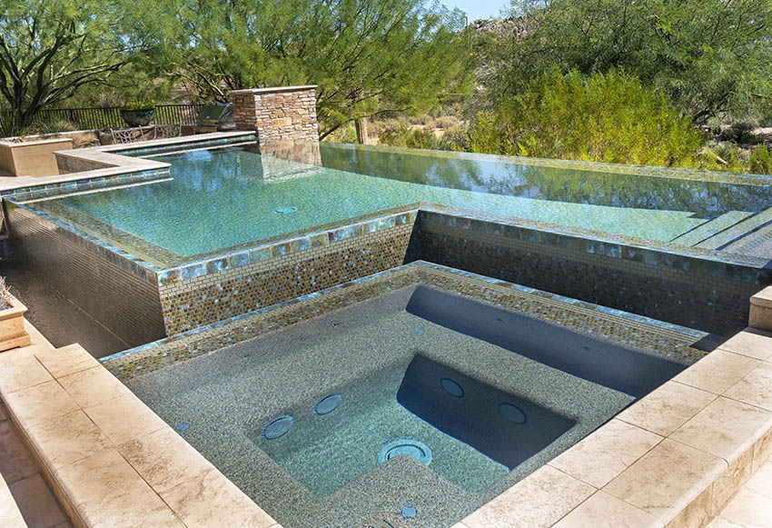 Swimming pool with dark exposed aggregate finish