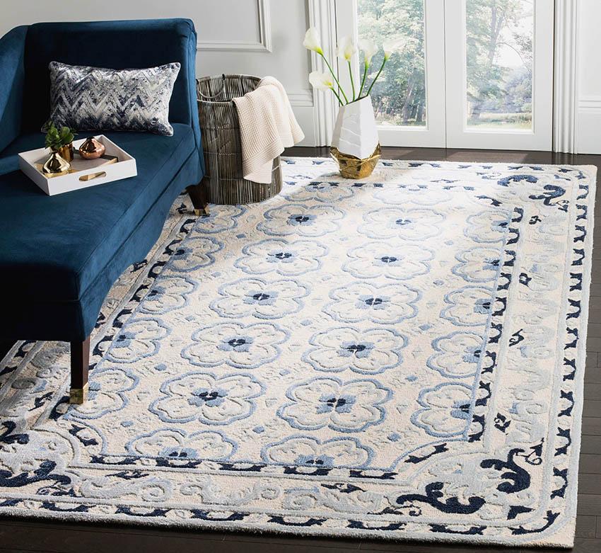 Living room with polypropylene rug