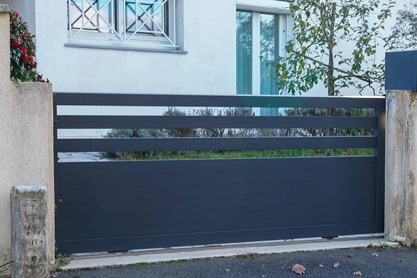 modern-aluminum-driveway-gate