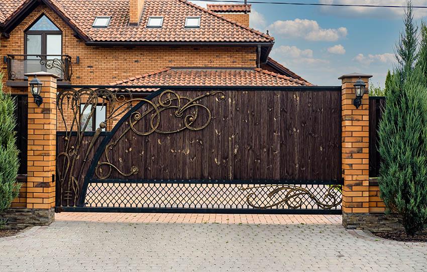 modern-decorative-wood-and-iron-driveway-gate