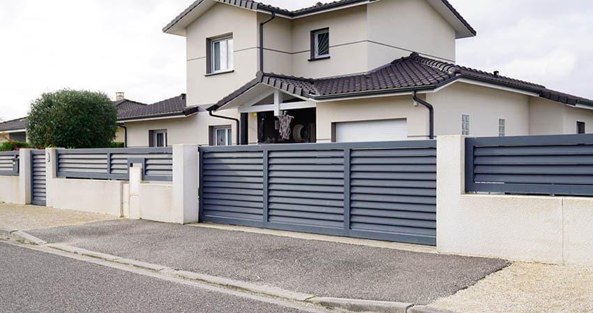 modern-louvered-metal-driveway-gate