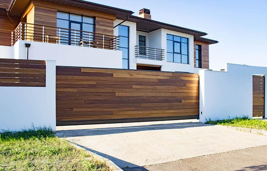 modern-sliding-horizontal-wooden-plank-driveway-gate
