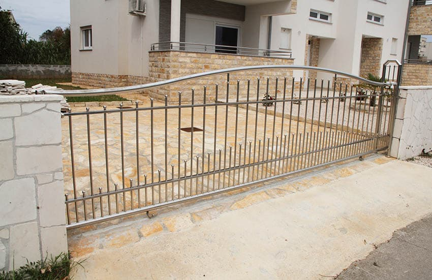 modern-stainless-steel-driveway-gate