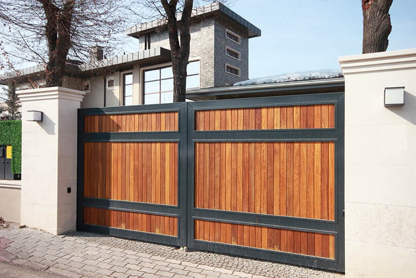 modern-wood-driveway-gate