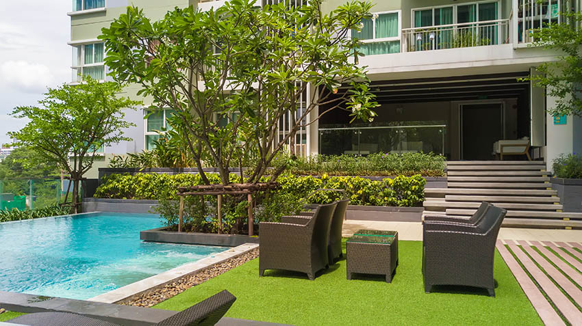 Swimming pool with artificial grass sitting area