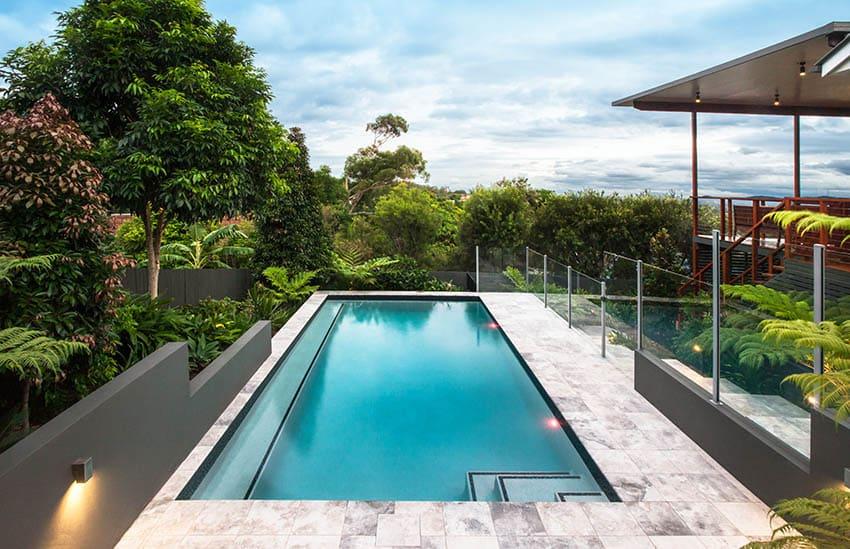 Travertine swimming pool deck