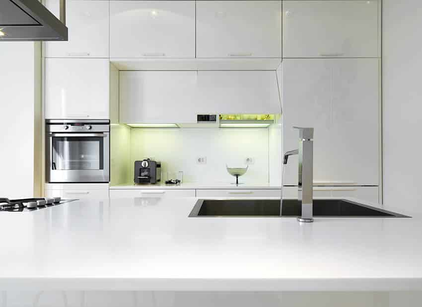 White flat panel high gloss lacquer kitchen cabinets
