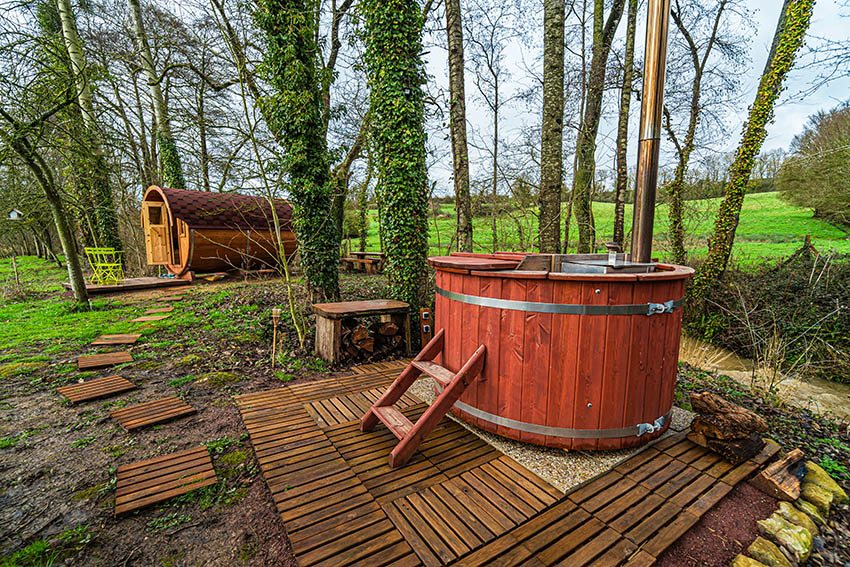 Wooden hot tub with wood slat steps
