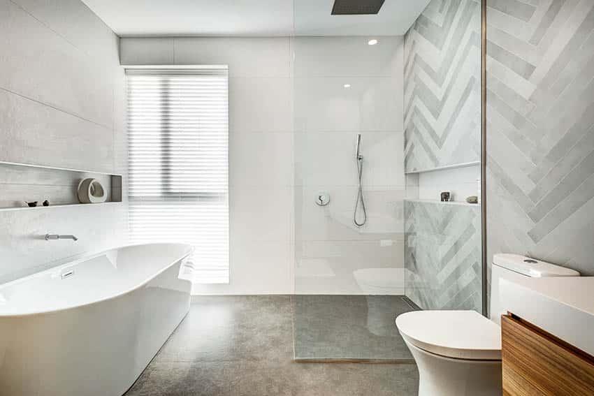 Cuarto de baño con ducha de suelo de hormigón de gran tubo independiente