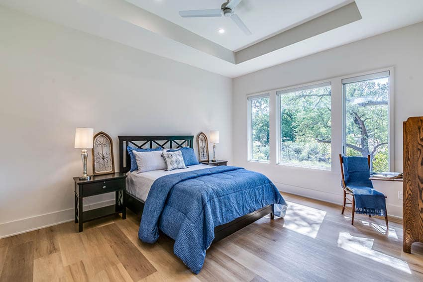 Bedroom with simple tray ceiling and fan