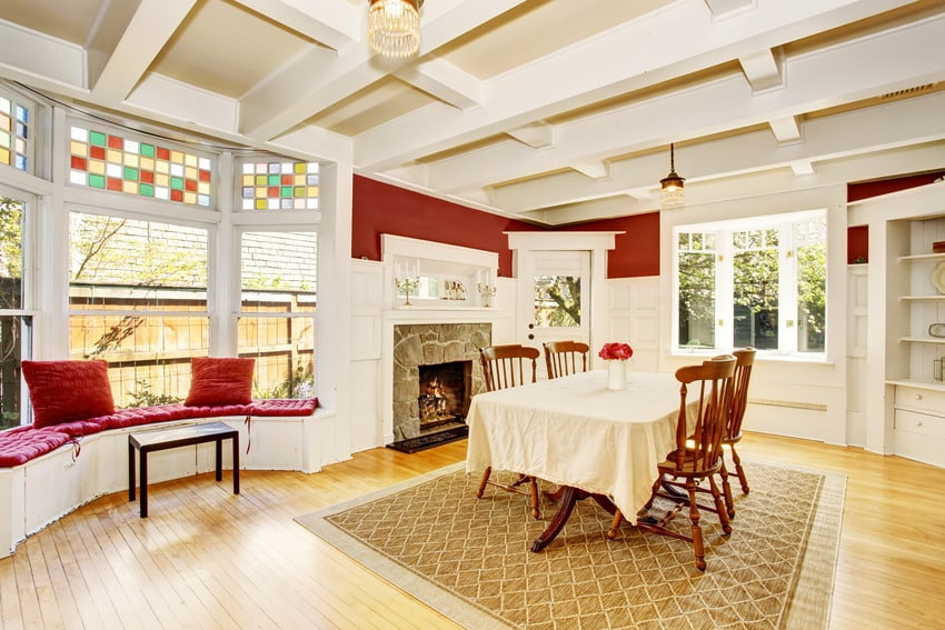 Dining room in red and white interiors