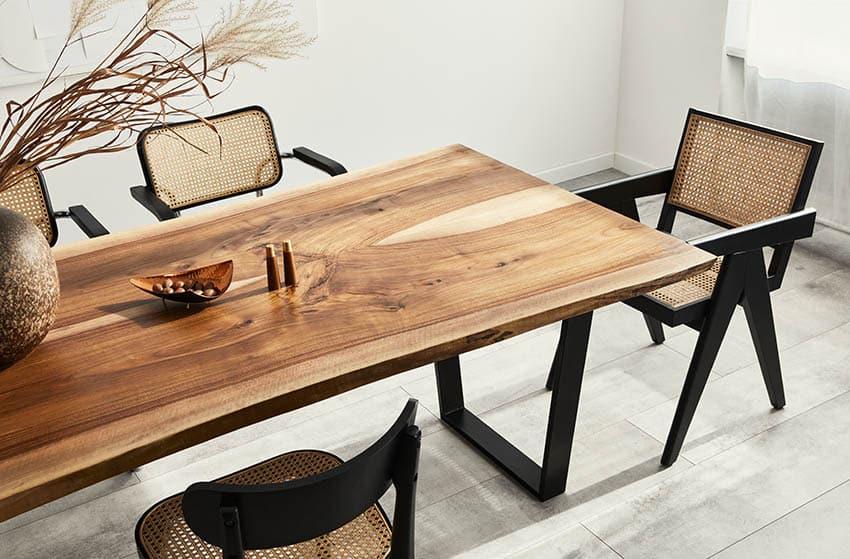 Comedor con gran mesa de muebles de vaina de mono de madera