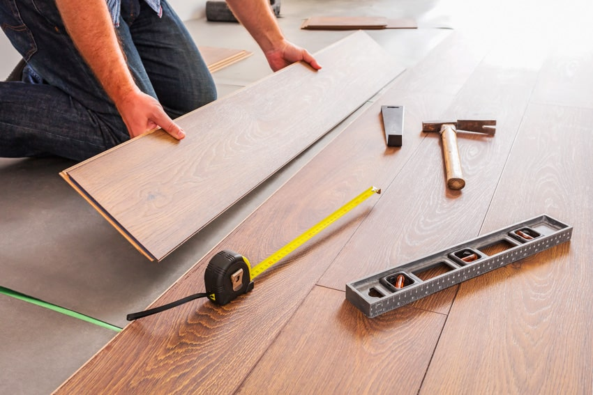 Installing laminate flooring with attached underlayment