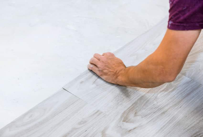 Installing vinyl laminate flooring by hand