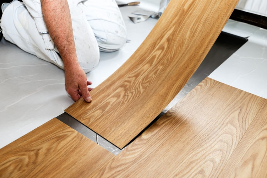 Laminate flooring with attached underlayment installation
