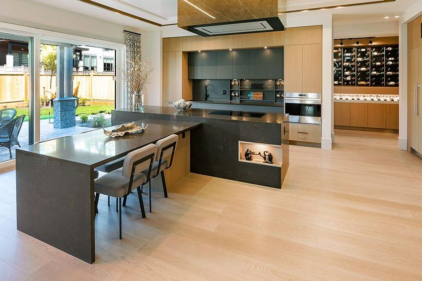 Modern kitchen wtih black furnitures