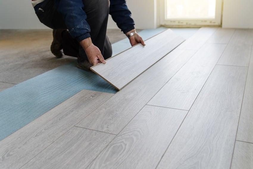 Installing soundproof laminate flooring