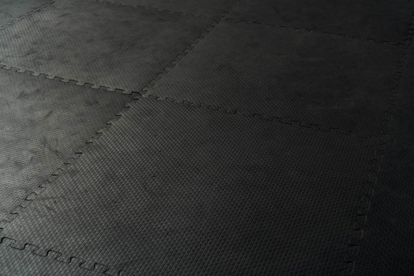 Black rubber paver