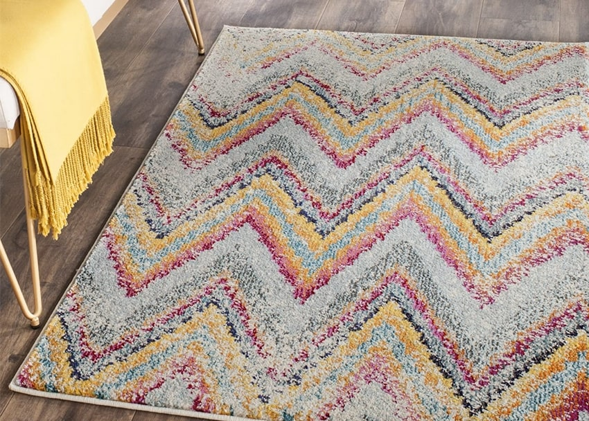 Multicolored-distressed-chevron-rug