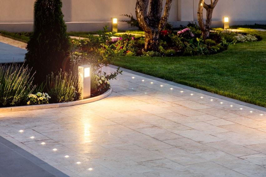 Pathway lighting system outdoor