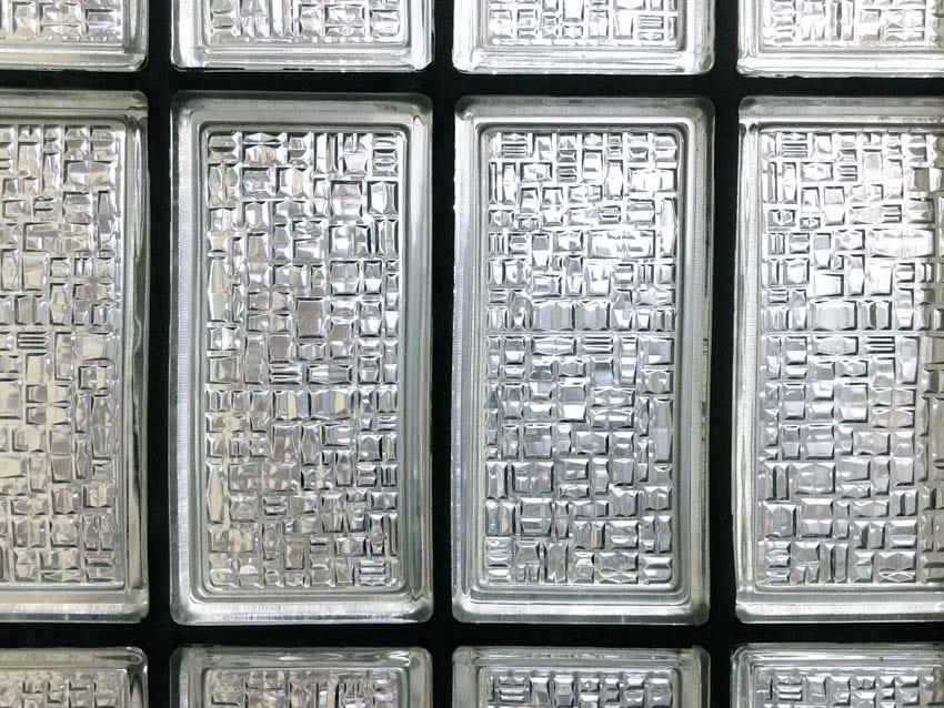 Pattern textured glass block wall design