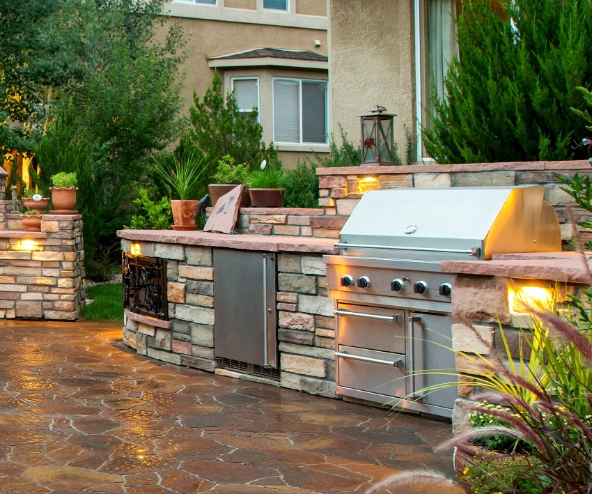 Paver patio with outdoor kitchen and mini fridge
