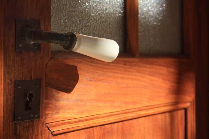 Reeded glass door with handle lever