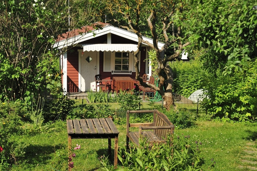 Small cottage ADU detached from main house