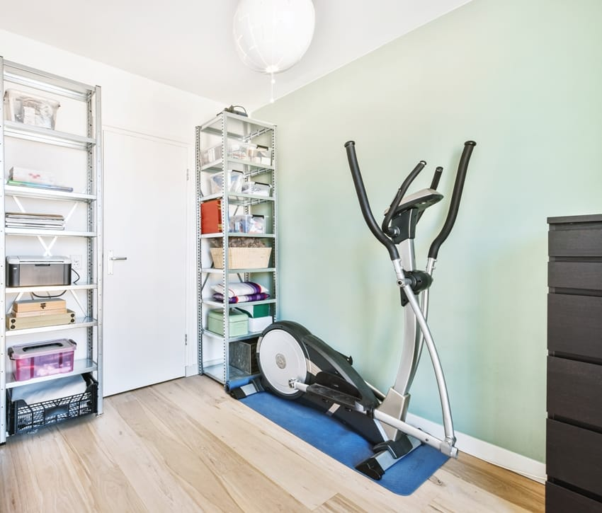 small home gym room with gym equipments