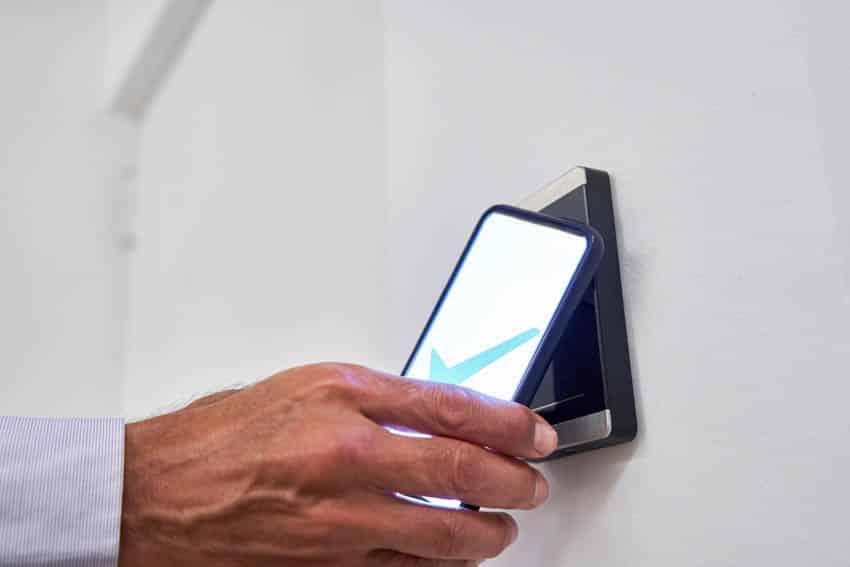 Smart door lock smartphone