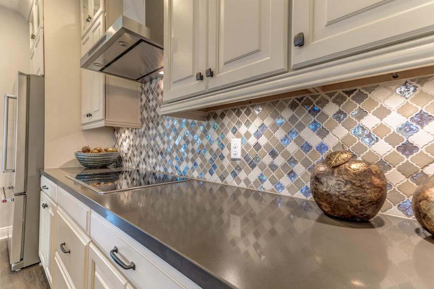 Backsplash with tile pattern kitchen countertop