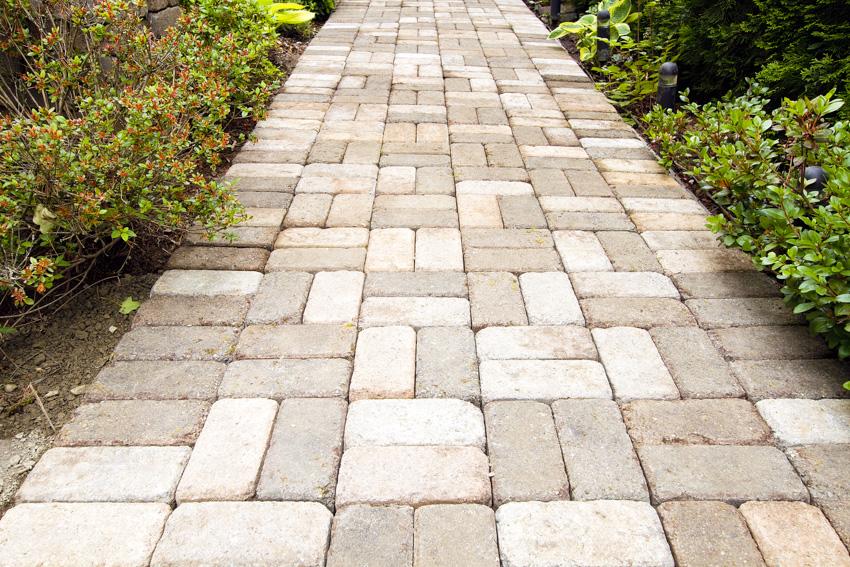Basketweave brick pattern walkway