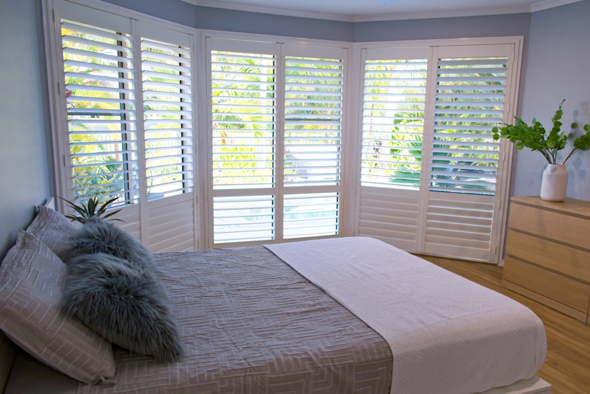 Cafe style window shutters bedroom