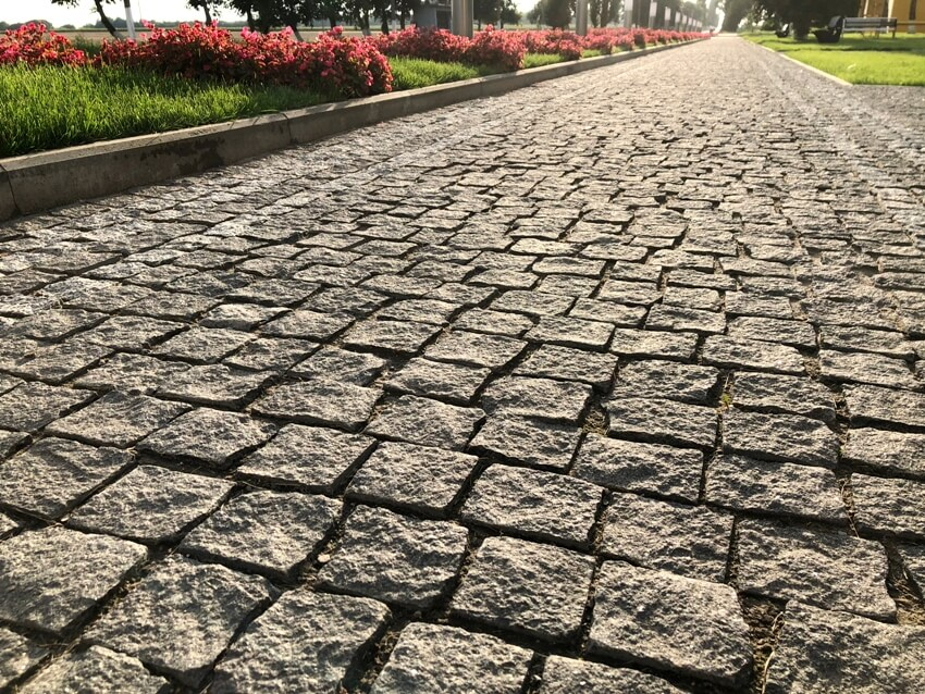 Charcoal cobblestoned pavement