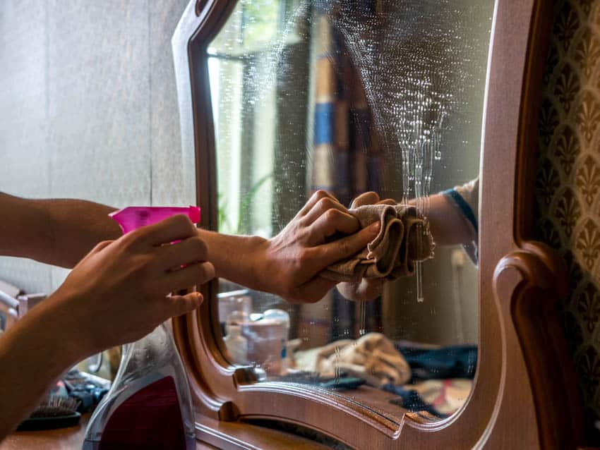 Cleaning mirror from spray paint