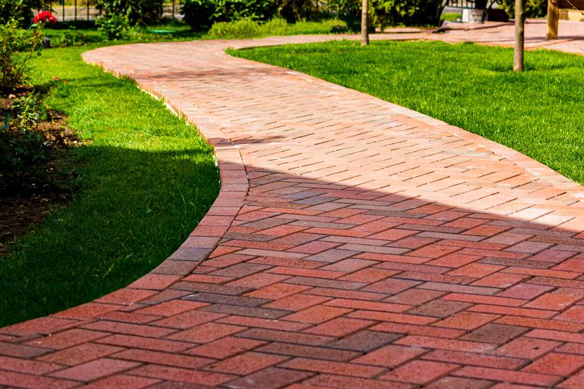 Patterned bricks for walkway